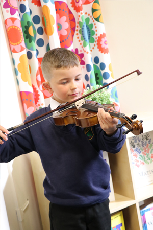 A pupil playing the violin